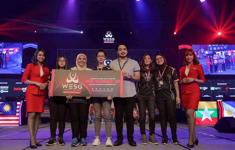 Sphynx Malaysian Female Gamers